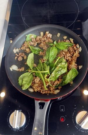 stir fry basil leaf